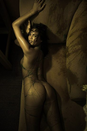 Chrissy Teigen nude ass