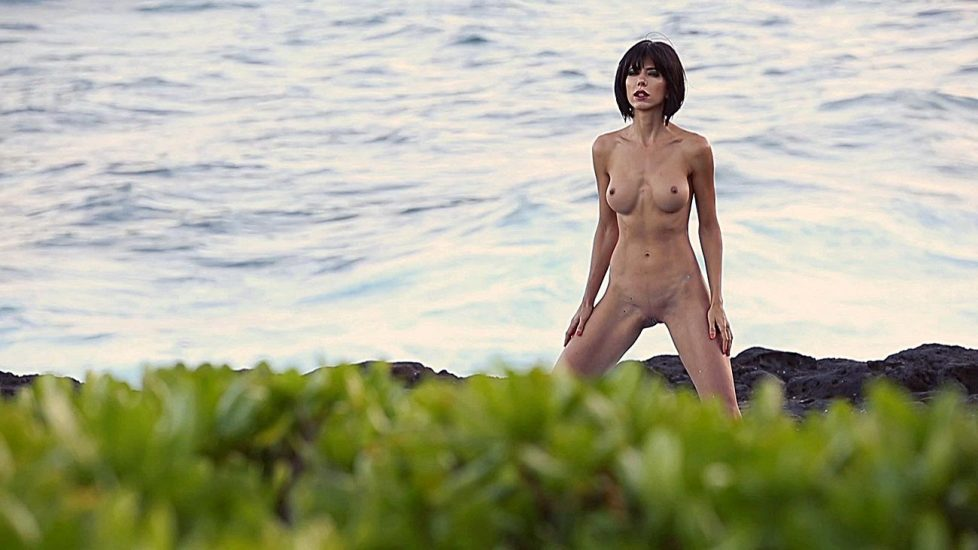 milo moire naked performance on the beach