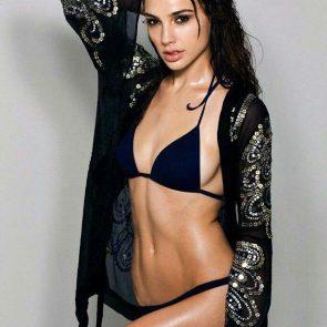 gal gadot sexy in bikini