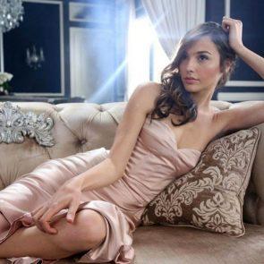 gal gadot hot in pink dress