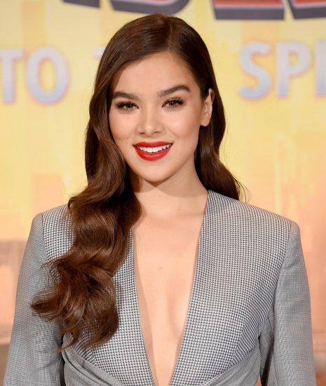 Hailee Steinfeld Nude Pics & Hot Scenes Collection 38