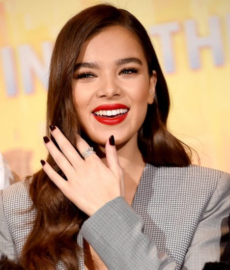 Hailee Steinfeld Nude Pics & Hot Scenes Collection 45