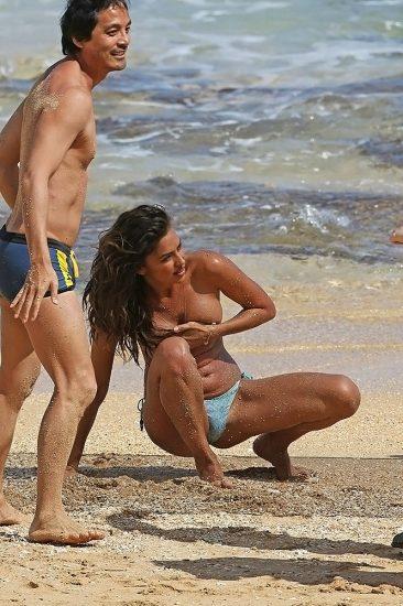 Irina Shayk topless paparazzi pic
