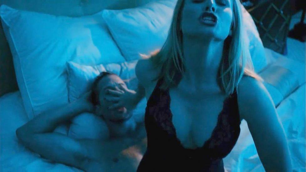 Bell topless kristen Kristen Bell