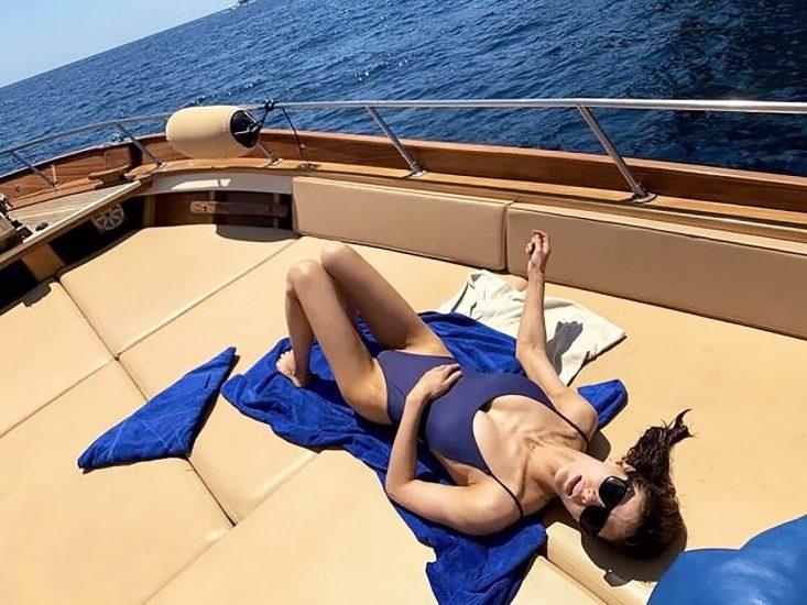 Alexandra Daddario NUDE Pics and Topless Sex Scenes 83