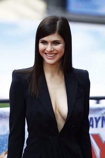 Alexandra Daddario NUDE Pics and Topless Sex Scenes 98