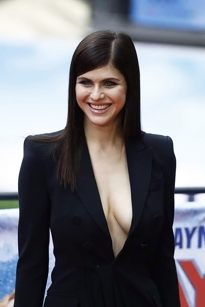 Alexandra Daddario Goes Braless For The Baywatch Premiere