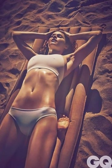 Alexandra Daddario NUDE Pics and Topless Sex Scenes 95