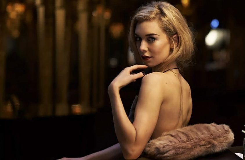 Vanessa Kirby Nude Scenes & Sexy Photos Collection 15