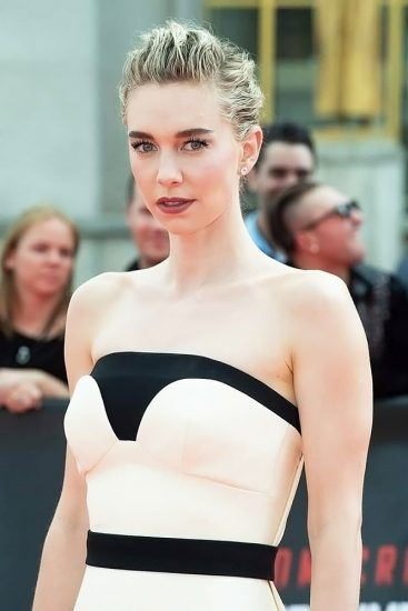 Vanessa Kirby Nude Scenes & Sexy Photos Collection 30