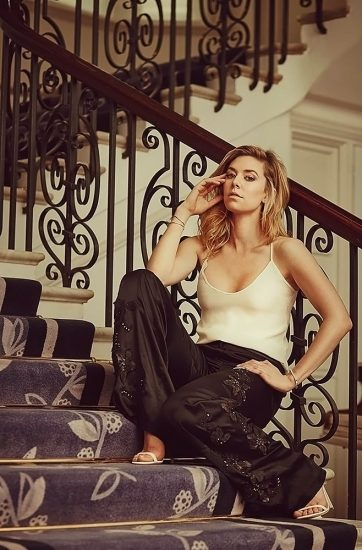 Vanessa Kirby Nude Scenes & Sexy Photos Collection 18