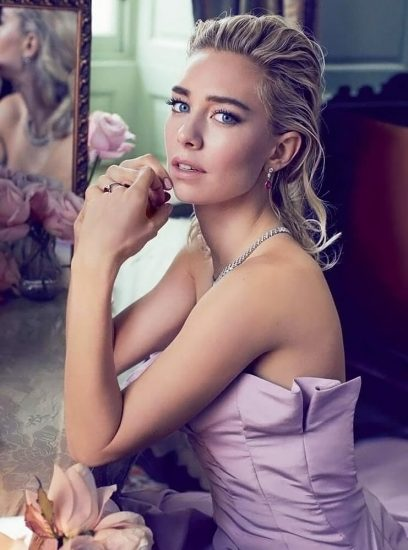 Vanessa Kirby Nude Scenes & Sexy Photos Collection 44