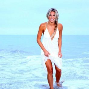 Charissa Thompsonsexy in the sea