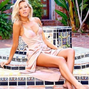 Charissa Thompsonin hot pink dress