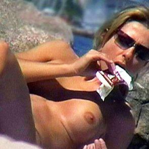 Jennifer Aniston naked boobs