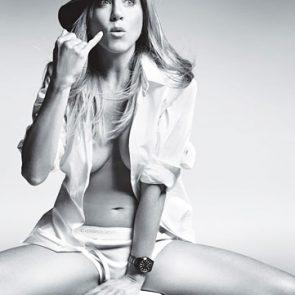 Jennifer Aniston hot tits
