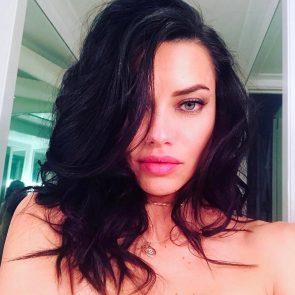 Adriana Lima sexy selfie