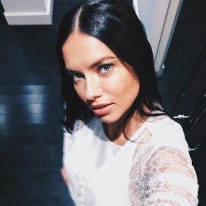 Adriana Lima selfie