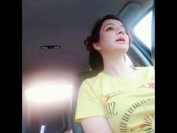 Rabi Pirzada sexy in her car