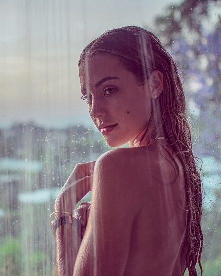 Charly Jordan showerin