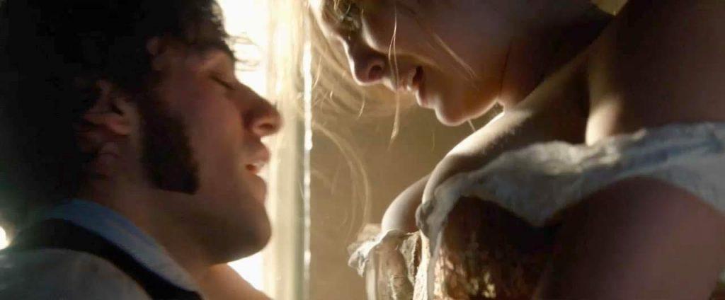 Elizabeth Olsenhot in sex scene