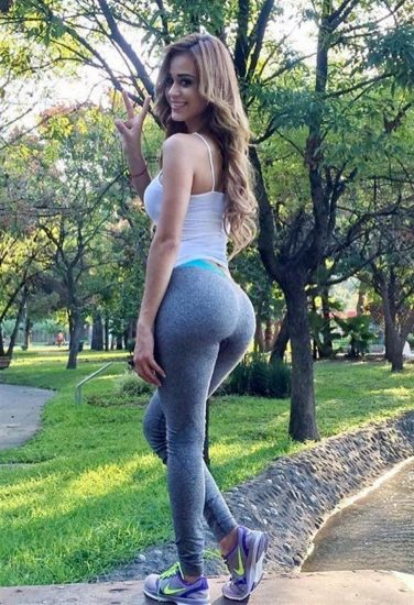 Yanet Garcia ass in leggings