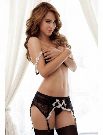 Yanet Garcia covered tits