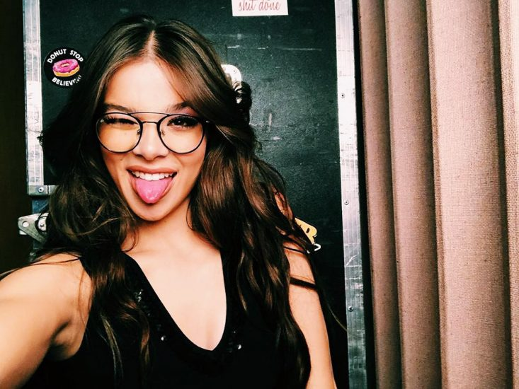 Hailee Steinfeld Nude Pics & Hot Scenes Collection 2
