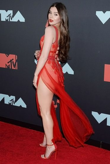 Hailee Steinfeld Nude Pics & Hot Scenes Collection 35