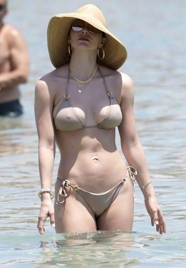 Noah Cyrus beige bikini