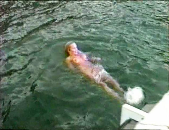 Pamela Anderson swimming nude