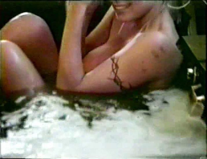 Pamela Anderson naked boobs