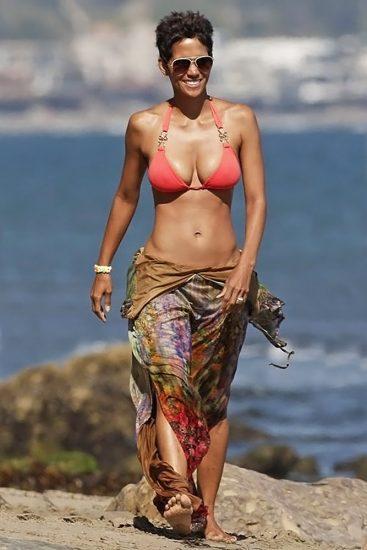 Halle Berry pink bikini