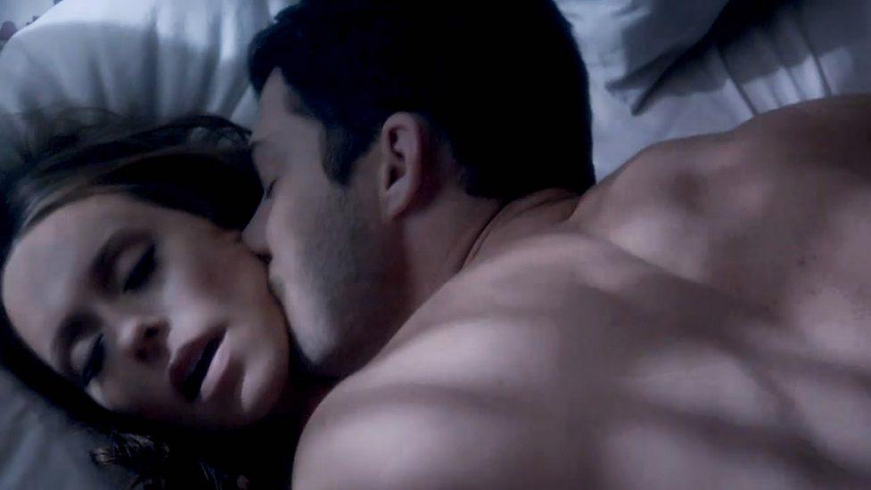 Jennifer Love Hewitt sex scene
