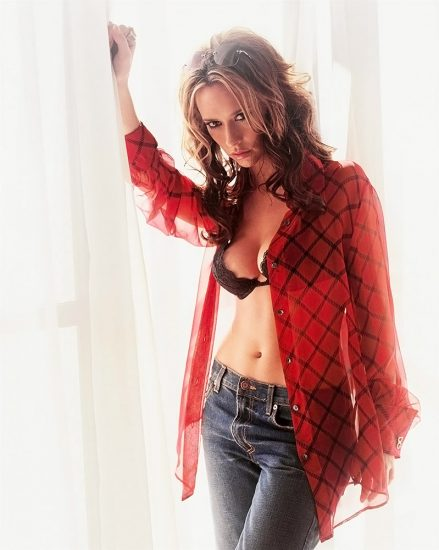 Jennifer Love Hewitt Nude & Sexy Pics And Naked Sex Scenes 26