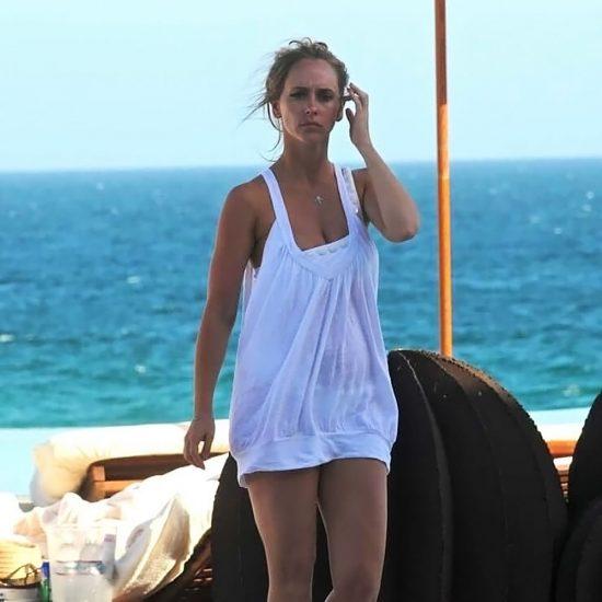 Jennifer Love Hewitt naked back