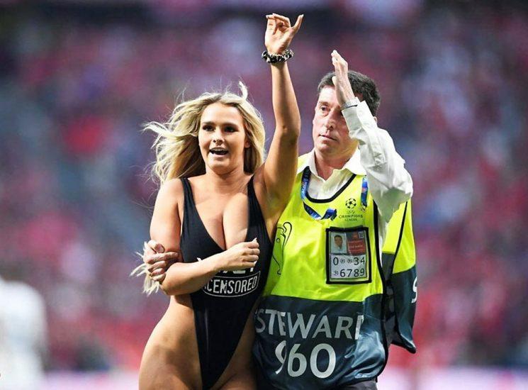 Kinsey Wolanski topless on football game