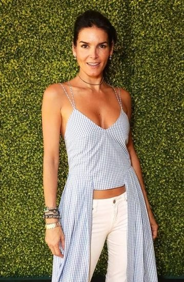 Angie Harmon Nude & Sexy Photos And Topless Sex Scenes 30