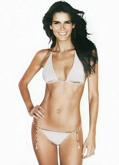 Angie Harmon Nude & Sexy Photos And Topless Sex Scenes 32