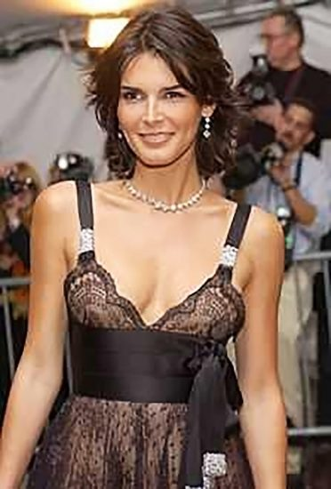 Angie Harmon Nude & Sexy Photos And Topless Sex Scenes 34
