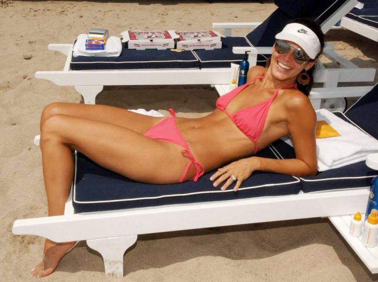 Angie Harmon Nude & Sexy Photos And Topless Sex Scenes 44