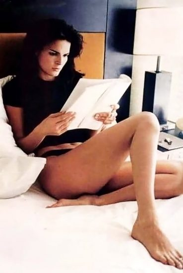 Angie Harmon Nude & Sexy Photos And Topless Sex Scenes 36