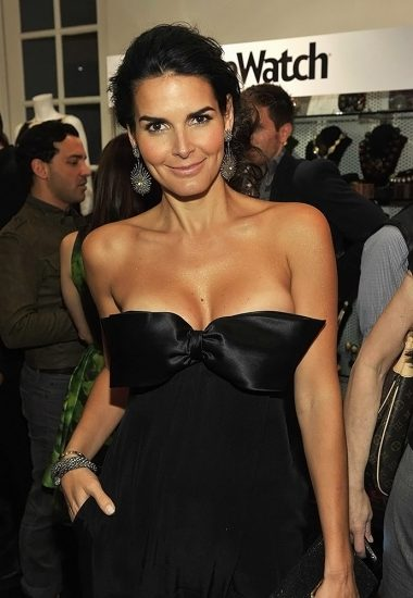 Angie Harmon Nude & Sexy Photos And Topless Sex Scenes 15