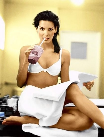 Angie Harmon Nude & Sexy Photos And Topless Sex Scenes 18