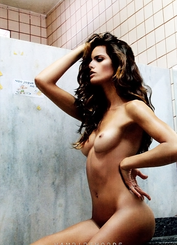 Izabel Goulart Sexy