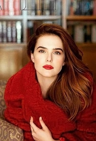 Zoey Deutch Nude & Sexy Pics And Topless Sex Scenes 37