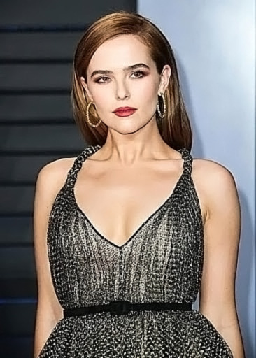 Zoey Deutch Nude & Sexy Pics And Topless Sex Scenes 52