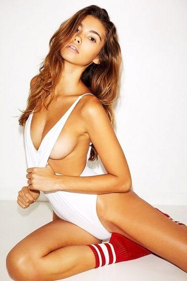 Cindy Mello nude sideboobs