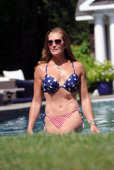 Brooke Shields Nude & Topless Pics And Sex Scenes Compilation 25