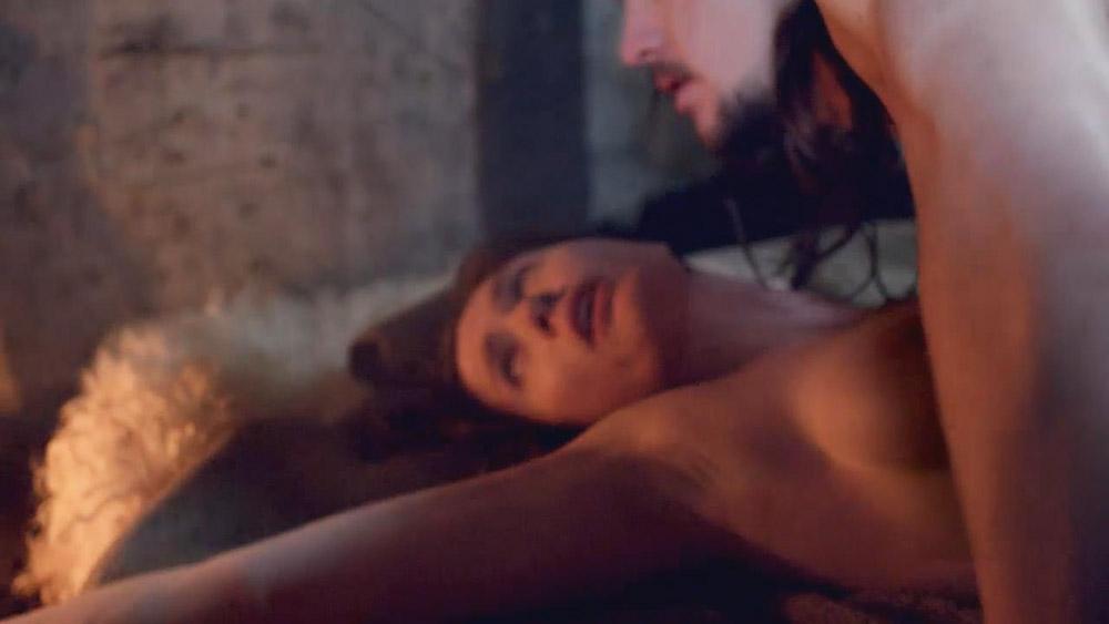 Nackt Emily Cox  Milana Vayntrub